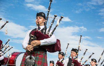 Ireland Trips - Scotland Bagpipe players